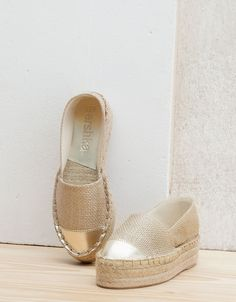 Discover recipes, home ideas, style inspiration and other ideas to try. Trendy Shoes, Cute Shoes, Me Too Shoes, Casual Shoes, Espadrilles, Espadrille Sneakers, Your Shoes, New Shoes, Closed Toe Summer Shoes