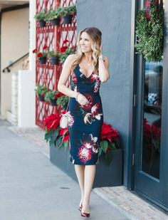 Balboa Island is the perfect spot for date night. Taking in all of the Christmas lights and dinner at the Royal Hen will definitely put you in the holiday spirit. This navy and floral flirty dress is a fun one for a night on the town or holiday soirée. http://liketk.it/2pQWT @liketoknow.it #liketkit