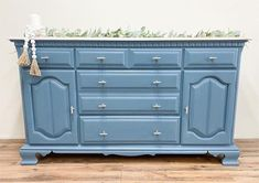 Newport is our medium blue, with a subtle touch of gray. This buffet is beautiful painted in Newport - definitely ready for Spring! . . If you're planning a painting project, swing by your local MudPaint retailer to find your favorite color! Links in bio for locations and more info! . . Buffet by: @dlmdesign1 . . www.mudpaint.com