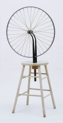 """Bicycle Wheel"" by Marcel Duchamp, New York, 1951 (third version, after lost original of 1913), The Sidney and Harriet Janis Collection. © 2014 Artists Rights Society (ARS), New York / ADAGP, Paris / Estate of Marcel Duchamp  Dit werk was 1 van de eerste readymades. Dit inspireert mij dat iemand dit aandurfde. Het hoeft niet ingewikkeld te zijn en dat vind ik interessant."