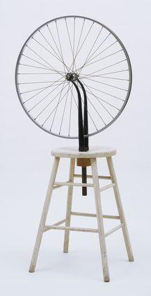 La rueda de Marcel Duchamp. A partir del 1914 empieza una nueva fase nihilista (no cree en nada) Los Ready-Made (objeto encontrado).