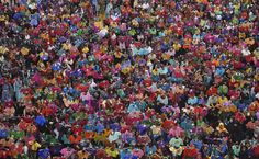 Estudantes exibem sete mil camisetas pintadas, na #Índia, na tentativa de entrar no livro dos recordes. Foto: Reuters.