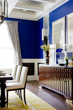A Divine Dining Room. Cobalt blue walls and handsome French furniture. Interior Designer: Richard Mishaan for Holiday House Hamptons.love the wall color Decor, Best Interior, Dining Room Contemporary, Dining Room Decor, French Furniture, Interior Design, Dining Room Blue, Home Decor, Blue Rooms