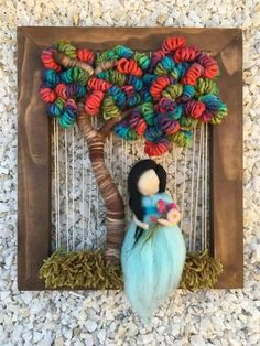 Telar Weaving Art, Weaving Patterns, Tapestry Weaving, Loom Weaving, Felted Wool Crafts, Yarn Crafts, Felt Crafts, Diy Fairy Door, Wool Dolls