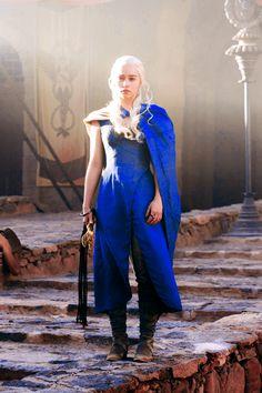 daenerys targaryen....perfect halloween costume or cosplay
