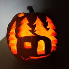 camper jack o lantern - Google Search Funny Pumpkin Carvings, Pumpkin Carving Contest, Amazing Pumpkin Carving, Creative Pumpkin Carving Ideas, Pumpkin Carving Patterns, Halloween Pumpkin Designs, Halloween Pumpkins, Halloween Crafts, Pumpkin Designs Carved