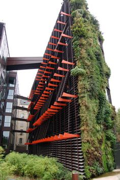 The Quai Branly - Ethnic Jewels Magazine - Jardin Vertical Fachada Green Architecture, Sustainable Architecture, Landscape Architecture, Architecture Design, Vertical Green Wall, Vertical Garden Design, Jean Nouvel, Vertikal Garden, Green Facade