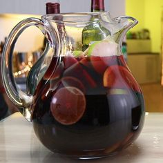 Ready for a new and exciting sangria recipe? Mimosa Cocktail Recipes, Red Wine Cocktails, Red Sangria Recipes, Sangria Cocktail, Sangria Wine, Drink Recipes, Drinks, Orange Slices, Apple Slices
