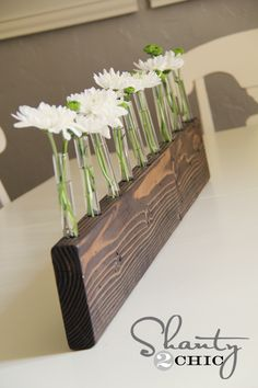 Test Tube Bud Vase Centerpiece – DIY Love it! I think I would use a chunkier piece of wood but other than that, love it!!
