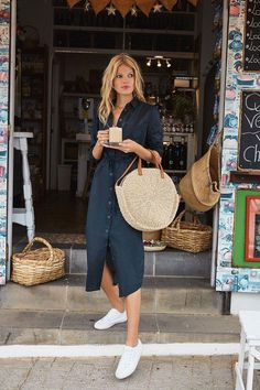 Shirtdress and woven bag is the perfect summer street style #summerstyle #shirtdress #wovenbag