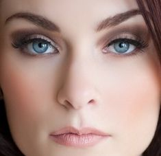 Smokey Eyes, Omg I love this makeup... if I had blue eyes...