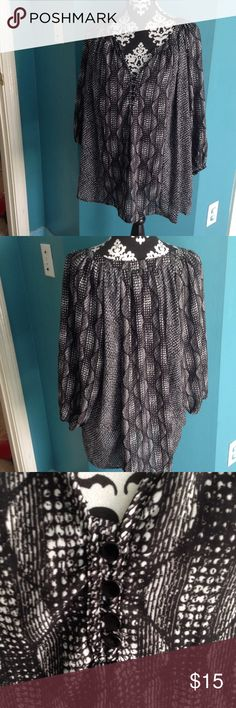 Cute Flowy Top This is a cute flowy top. 100% polyester. Excellent condition. Kim Rogers Tops Blouses
