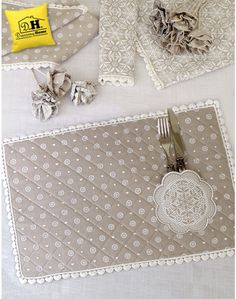 Discover thousands of images about Tovaglietta americana Angelica Home & Country Collezione Coloniale Crochet Motif, Crochet Designs, Crochet Patterns, Easy Crochet, Sewing Hacks, Sewing Projects, Diy And Crafts, Arts And Crafts, Gifts For Cooks
