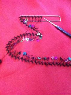 This Pin was discovered by Ays Needle Tatting, Needle Lace, Bead Crochet, Crochet Earrings, Diy And Crafts, Arts And Crafts, Broomstick Lace, Hairpin Lace, Crochet Flowers