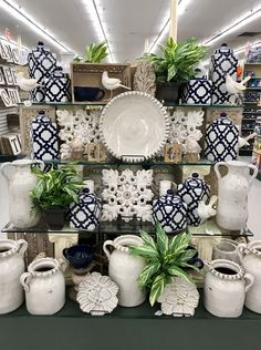 - - Hobby Videos For Teenagers - Outdoor Hobby Ideas Hobby Lobby Furniture, Hobby Lobby Decor, Merchandising Displays, Store Displays, Hobby House, Hobby Town, Home Goods Store, Store Interiors, Visual Display