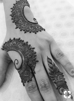 Hina, hina or of any other mehandi designs you want to for your or any other all designs you can see on this page. modern, and mehndi designs Modern Henna Designs, Simple Arabic Mehndi Designs, Indian Mehndi Designs, Henna Art Designs, Mehndi Designs For Girls, Mehndi Design Pictures, Mehndi Designs For Fingers, Beautiful Henna Designs, Latest Mehndi Designs