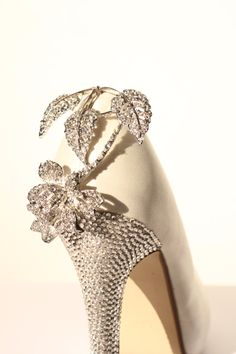 Bridal Accessories: 15 Bridal Shoes and Shoe Clips