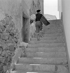 Cenas da Vida Piscatória. Sesimbra, décadas de 40/60. Algarve, Old Photos, Vintage Photos, Photomontage, Lisbon, Portuguese, Black And White Photography, Street Photography, Country