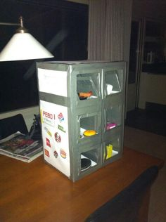 Febo snackbar frikandel kroket SURPRISE Felt Crafts, Diy Crafts, Valentine Box, Santa Gifts, Bar, Craft Party, Diy For Kids, Presents, Diy Projects