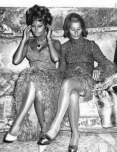 Sophia Loren with mother during the premiere of