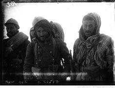 Guerre de 1914 : trois différents types de Poilus : [photographie de presse] / Agence Mondial