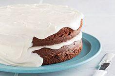 Un glaçage blanc, léger et moelleux, parfait pour n'importe quel gâteau étagé.