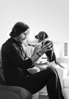 """Keanu Reeves """"John Wick"""" and Daisy << Poor Daisy :'( Cutest puppy EVER Only good bit about this film Keanu Reeves John Wick, Keanu Charles Reeves, John Wick Movie, John Wick 1, Keanu Reeves Quotes, Keanu Reaves, The Blues Brothers, Man And Dog, Hommes Sexy"""