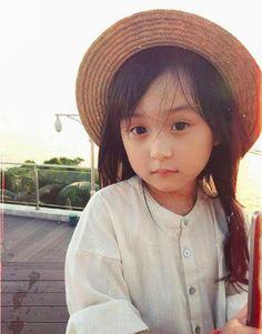 FASHIONISTA NHÍ:Liu Chu Tian - nhóc tì xinh như thiên thần với phong cách thời trang đẹp miễn chê - Kenh14.vn