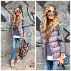 Instagram media by mdfhima - Tiempo ideal para lucir chalecos y este plumitas acolchado con capucha en gris me ha conquistado totalmenteee!!  by @the_amity_company . • Todas las prendas etiquetadas en @21.buttons ➡️mdfhima. • #goodnight #plumassinmangas #gris #amitycompany #zapasvelvet #bolsocamuflaje #gafassolidarias #mdfhimalooks #pink #grey #camo