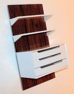 Annons på Tradera: Brio bokhylla med 3 lådor till dockskåp