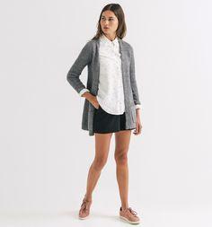 #Bluse in Weiß mit Pünktchen und kleinen #Herzen. Der gerade Schnitt und hohe Kragen geben der Bluse etwas zeitlos #Klassisches. ♥ ab 34,95 €