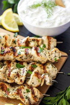 Low Unwanted Fat Cooking For Weightloss Greek Lemon Chicken Skewers With Tzatziki Sauce Delicious And Healthy Greek Chicken Skewers With A Sauce You'll Want To Slather On Everything Greek Chicken Skewers, Greek Lemon Chicken, Hawaiian Chicken, Ways To Cook Chicken, Best Chicken Recipes, Healthy Chicken, Grilled Chicken, Chicken Kebab, Chicken Souvlaki