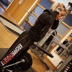 Strong people don\'t put others down, they lift them up. .@kroppsbygget .@athletechsportsnutrition .#inspiration #motivation #training #bodytransformation #lifestyle #fitnesslifestyle #model #fitnessmodel #positivevibes #bodybuilding #gymlife #gym #justlift #kroppsbygget #powerfule #fightforit #nopainnogain #dreambig#fitsbo #workhardplayhard #lovelifting #aldrigvila #tropådigsjälv #hållkäftenochträna #jagtogbeslutet #gymshark #nordicwellness #kroppsbyggetbutik #fitnesslifestyles