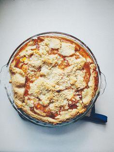 peach streusel pie | the merry gourmet