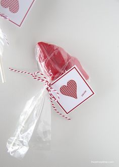 Free printable Valentine's Day tags on iheartnaptime.com