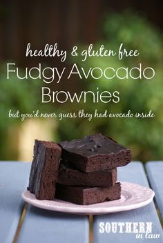 Fudgy Avocado Brownies = healthy, grain free and gluten free | Étrange mais super bon !! (Surtout après 1-2 jour au frigo)