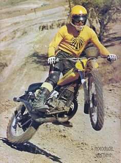 Of the hundreds of images of De Coster you will never find one where he is not exactly where he should be on his bike, always in control. Motocross Vintage, Enduro Vintage, Vintage Bikes, Vintage Motorcycles, Vintage Racing, Enduro Motocross, Motorcycle Racers, Racing Motorcycles, Motocross Action