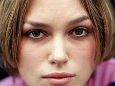 Keira comes in for her close up. Keira Knightley Weight, Keira Knightley Hair, Keira Christina Knightley, Or Violet, Violet Eyes, Mac Sketch, Bronze Skin, Acne Solutions, Golden Hair