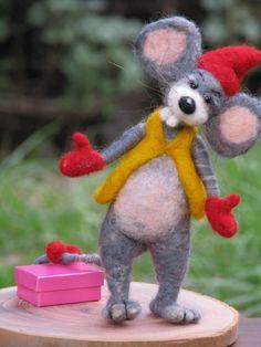 *NEEDLE FELTED ART ~ Haloo Christmas - needle felted Christmas mouse