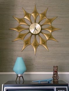 I always wanted a sunburst clock when I was a kid- they were so fancy, I thought.  I'd still like this sunshine for a beach style. vintage mid century clock