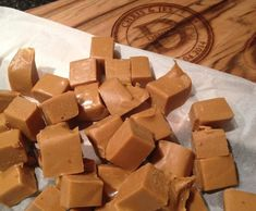Recipe Easy Salted Caramel Fudge by learn to make this recipe easily in your kitchen machine and discover other Thermomix recipes in Desserts & sweets. Gf Recipes, Fudge Recipes, Sweets Recipes, Gourmet Recipes, Oh Fudge, Salted Caramel Fudge, Thermomix Desserts, Cheesecake Cake, Sweets Cake