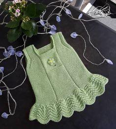# happyweeks Modell Name Mauszahn 76 Ich fing an, ohne Spießgriff zu stricken … – Tığ işi bebek elbiseleri – Baby Girls Knitted Dress, Crochet Baby Poncho, Baby Cardigan Knitting Pattern, Crochet Vest Pattern, Knitted Baby Clothes, Knitted Romper, Sweater Knitting Patterns, Crochet Baby Booties, Love Knitting