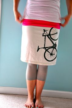 How to make a t-shirt into a skirt {tutorial}  Wonder if I could hand-sew the seams/hem....
