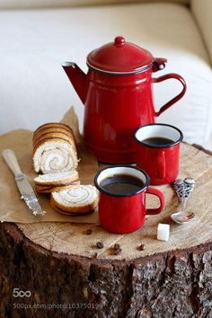 Photograph Enamel mugs with hot coffee and enamel kettle on a rustic wooden board by Violeta Pasat on Good Morning Coffee, Coffee Break, Morning Breakfast, I Love Coffee, Hot Coffee, Coffee Creamer, Starbucks Coffee, Black Coffee, Coffee Cafe