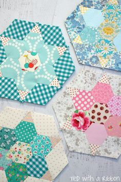 /English Paper Piecing tutorial and inspiration. Hexagon Patchwork, Hexagon Pattern, Patchwork Quilting, Hand Quilting, Quilting Tutorials, Quilting Projects, Quilting Designs, English Paper Piecing, Paper Piecing Patterns