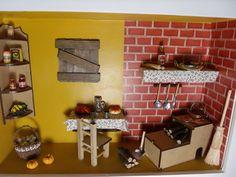 Quadro cenário de cozinha caipira,feito com madeira MDF, pintado com tinta PVA, miniaturas em madeira mdf,entalhadas à laser,envernizado e com vidro de proteção. R$ 180,00