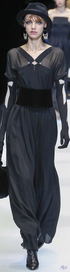 Fall 2017 RTW Giorgio Armani Fashion 2017, Couture Fashion, Runway Fashion, Fashion Brands, Womens Fashion, Armani Collection, Italian Fashion, Skirt Fashion, Autumn Winter Fashion