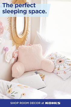 Girls Bedroom Furniture, Bedroom Decor, Bedroom Ideas, Wall Decor, College Dorm Checklist, Diy Room Decor For Teens, Dorm Essentials, Cool Mirrors, Floral Bedding