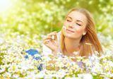 """""""Amor de primavera     Flor da primavera, Anjo meu... Meu tudo e mundo! Meu eterno querer. Seu corpo é sedução, Que o meu coração vive a tocar! É uma joia rara, Linda, preciosa... De um lindo olhar! Flor que me fascina, Que me ilumina, E me faz amar. Doce e sensual... Tu me és divina! És a minha sina... É a mais bela rosa deste meu jardim. Tu me encantas! Faz-me delirar... Com o seu encanto, Enxugas o meu pranto, E me faz sonhar. Flor mais delicada, Tu és a minha amada, O meu bem querer; És…"""