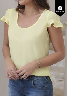 Fashion Sewing, Cute Tops, Need Supply, Blouse Designs, Womens Fashion, Fashion Trends, Fashion Dresses, Glamour, V Neck